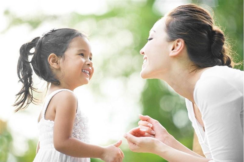 giúp trẻ loại bỏ suy nghĩ tiêu cực